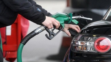 भारत आधे दाम पर बेच रहा है दुनिया के कई देशों को डीजल-पेट्रोल, पाकिस्तान में 17 रुपये कम हुआ दाम