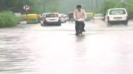 यूपी: मूसलाधार बारिश के बाद मौसम हुआ सुहाना, तापमान में गिरावट दर्ज